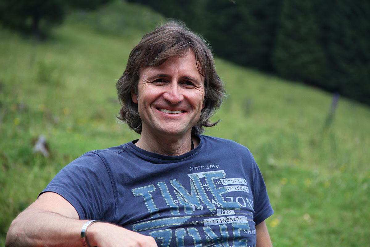 hochblau Magazin Chefredakteur Hans-Jörg Ernst - hochblau.com