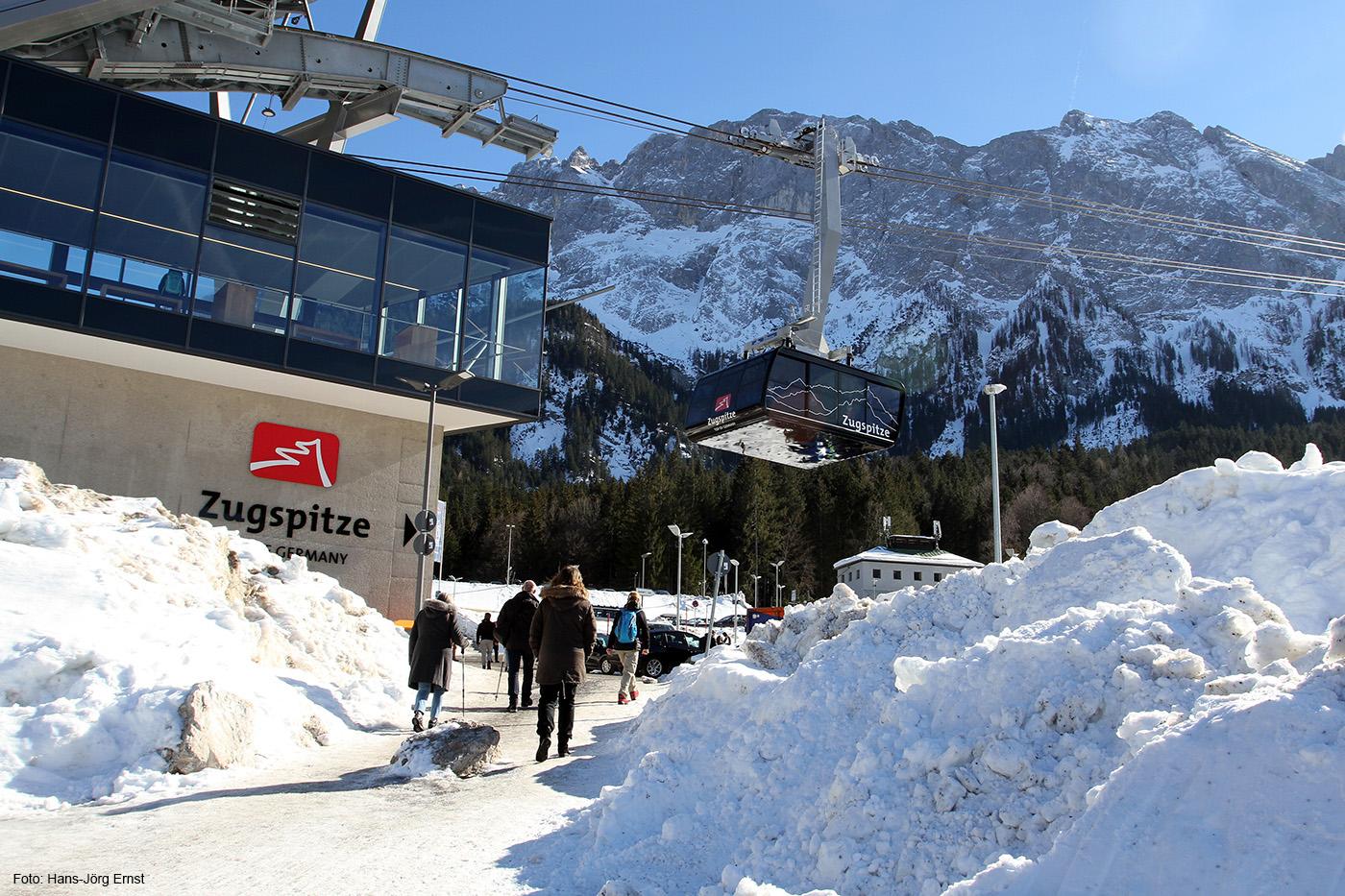HIGHTECH MIT REKORDEN Die neue Seilbahn Zugspitze. Von der Station Grainau/Eibsee aus geht's auf den Gipfel.