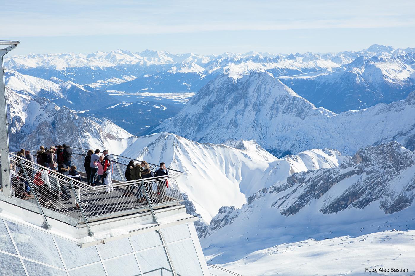 SYMPHONIE IN BLAU Fantastischer Ausblick auf Deutschlands höchstem Berggipfel.