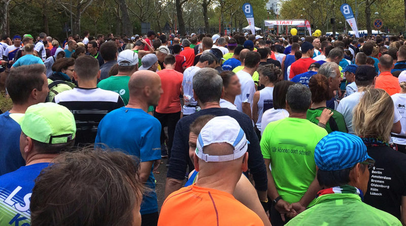 Baden-Marathon in Karlsruhe 2018 - Foto Hans-Jörg Ernst | Im Startfeld