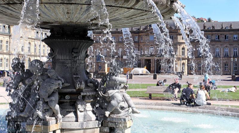Stuttgart - Brunnen am Schloss - hochblau.com - Copyright Hans-Jörg Ernst