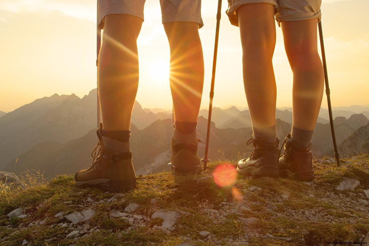 """""""Starke Beine und ein flacher Bauch"""" auf hochblau PREMIUM für Deine perfekte Vorbereitung auf Laufen, Wandern und Radfahrern."""