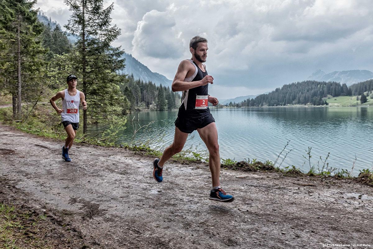 Seen Lauf Tannheimer Tal 2019: Die Läufer umrunden den Haldensee. Copyright: TVB Tannheimer Tal / Rolf Marke