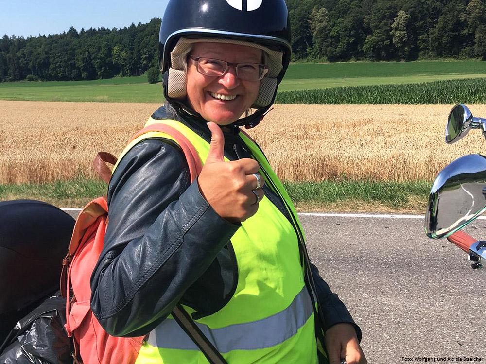 DAUMEN HOCH Auch wenn es in Bezug auf die Ladeinfrastruktur noch viel zu tun gibt. | Foto: Wolfgang und Aloisia Streicher