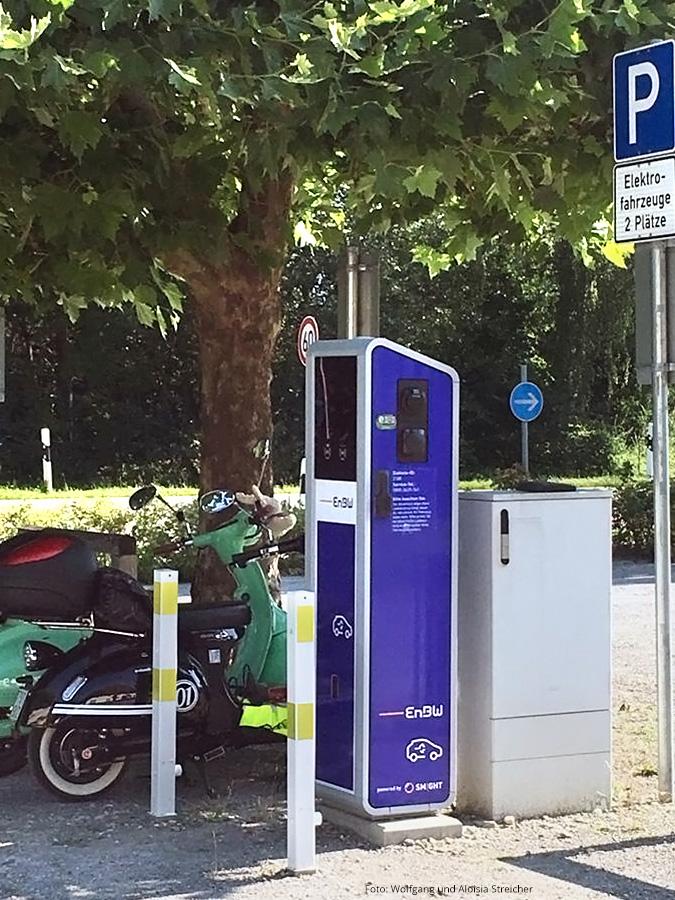 Ladestation mit 2 Schuko Steckdosen und 2 Typ 2 Steckdosen für E-Autos am Schloss Salem | Foto: Wolfgang und Aloisia Streicher