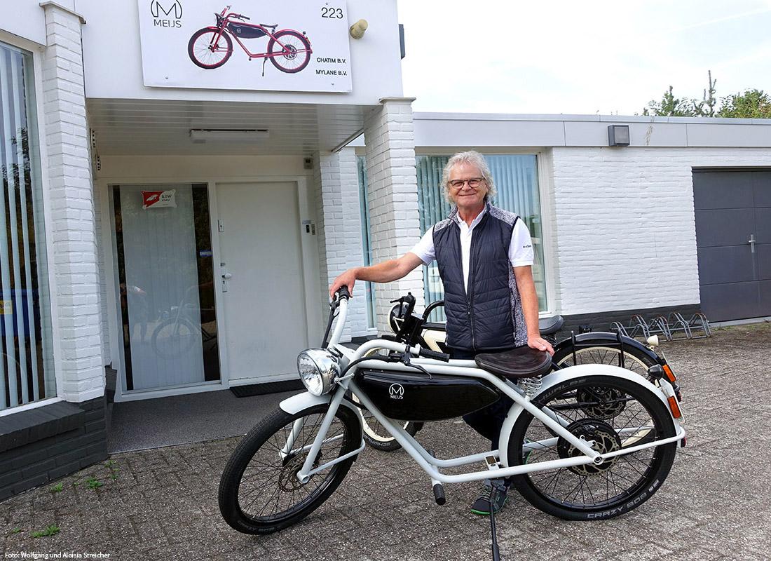 ERSTWERK Wolfgang Streicher mit dem allerersten Motorman. Der ist heute nur noch Ausstellungsstück und wird nicht mehr gefahren. | Foto Wolfgang und Aloisia Streicher