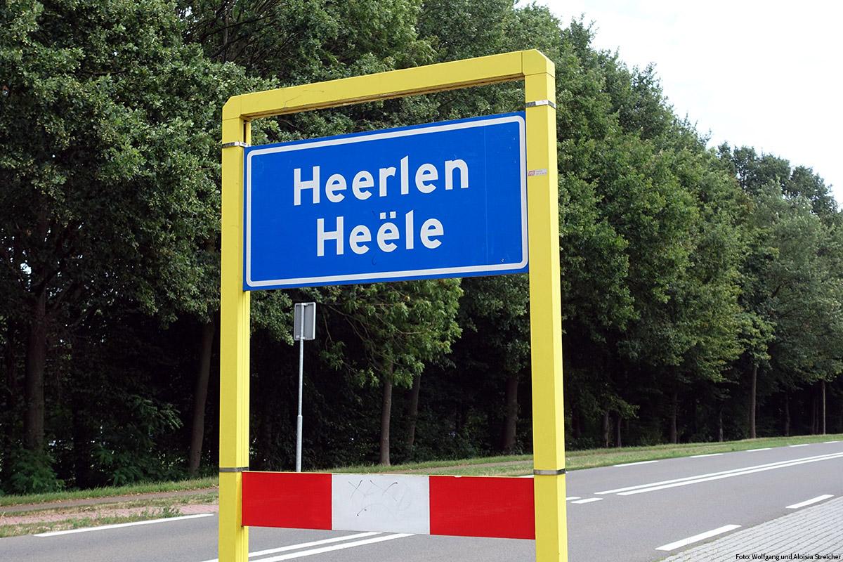 ZWEISPRACHIG Ortseingangstafel von Heerlen, in Schreibschrift und darunter im Dialekt | Foto Wolfgang und Aloisia Streicher