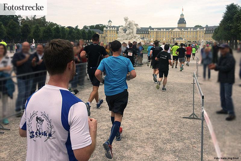 Der Baden Marathon 2019 in Karlsruhe - SCHLOSSRUNDE Für die Halbmarathonläufer einmal. Die Marathonläufer kommen zweimal am Karlsruher Schloss vorbei. | Foto: Hans-Jörg Ernst