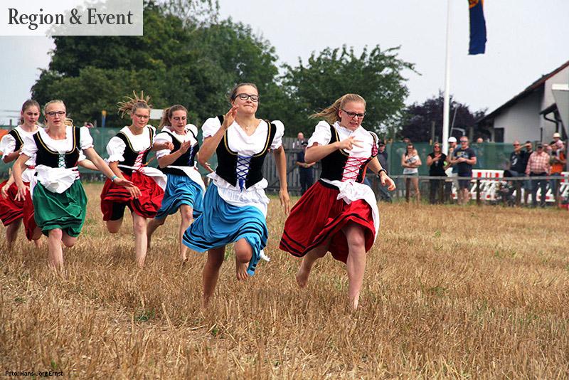 Tradition Schäferlauf: Barfuss über's Stoppelfeld | Foto: Hans-Jörg Ernst