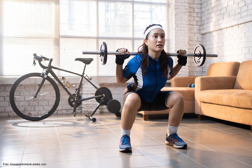 KRAFTAUSBAU Regentage kannst Du für Krafttraining im Studio nutzen. Besonders empfehlenswert sind hierbei Cyclist Squats.