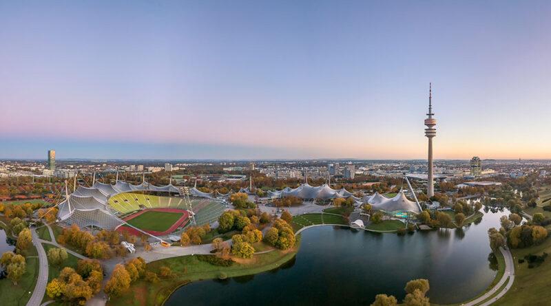 Der Olympiapark in München im Herbst