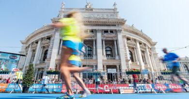 Marathonläufer vor dem Wiener Burgtheater